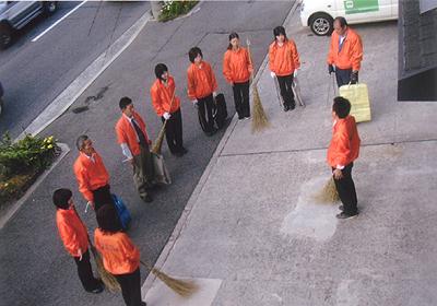 人材育成に欠かせない始業1時間前の地域清掃