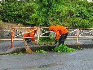 通学路清掃リポート ~豪雨の中で~